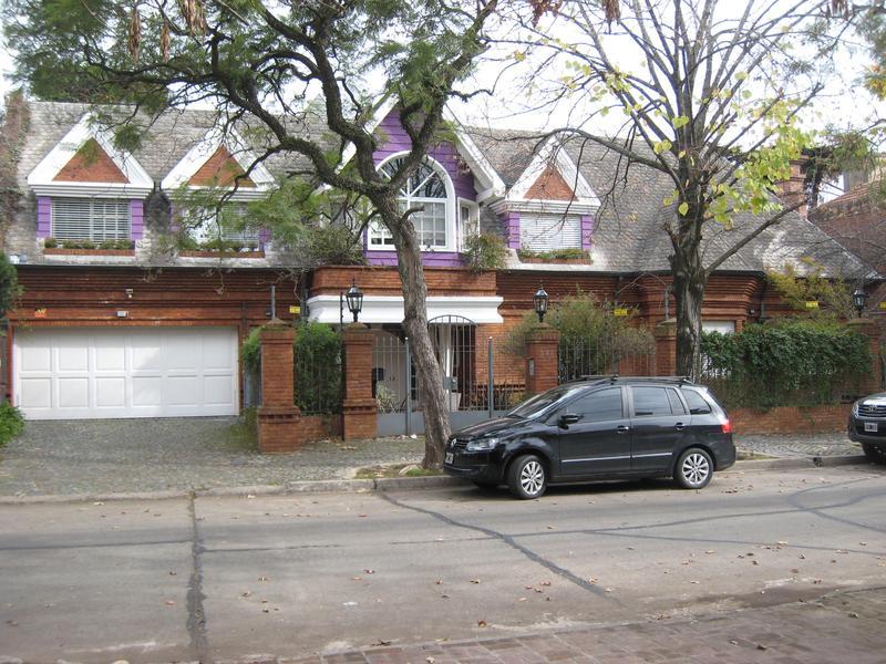 Foto Casa en Venta en  Acas.-Vias/Libert.,  Acassuso  Pedro Goyena al 800