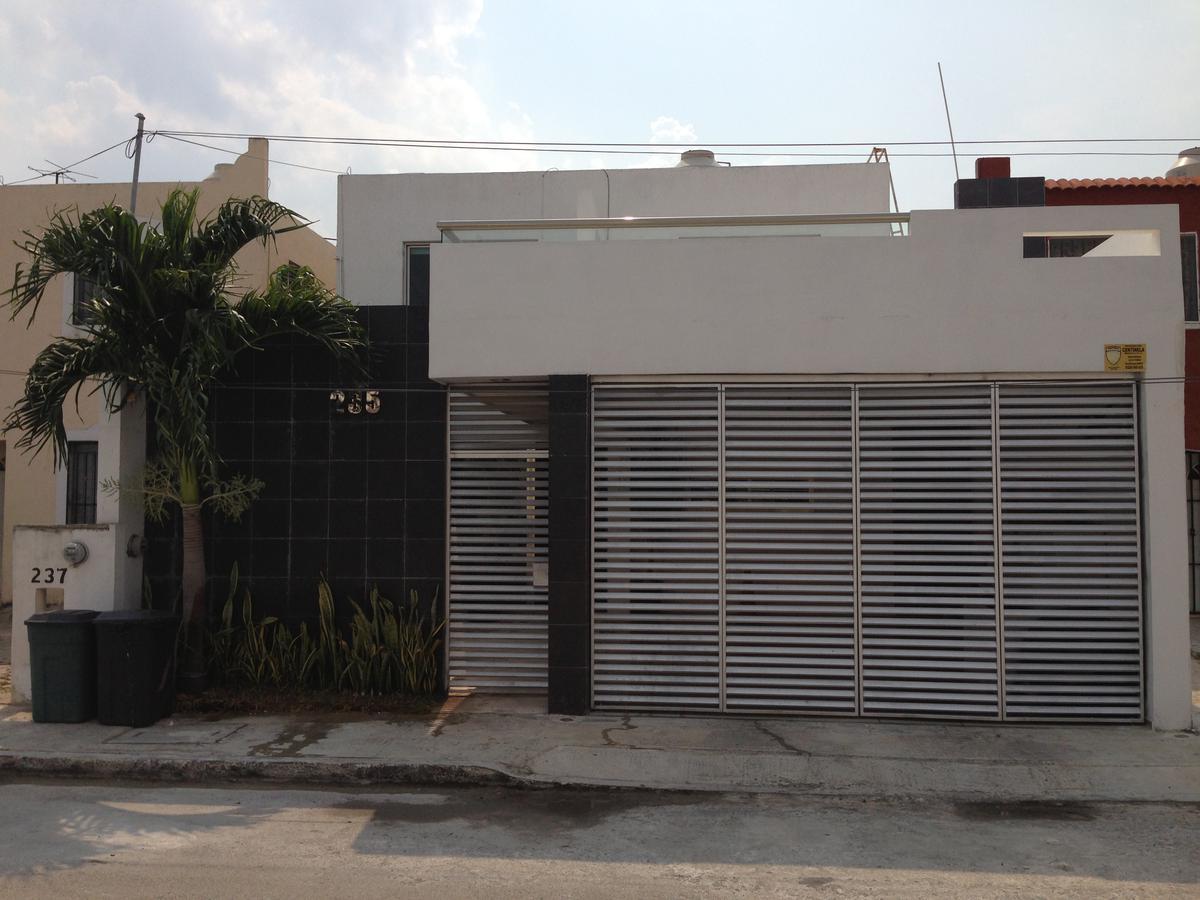 Foto Casa en Venta en  Fraccionamiento Francisco de Montejo,  Mérida  En venta casa de lujo en Fco. de Montejo, muy cerca de las amenidades más importantes.