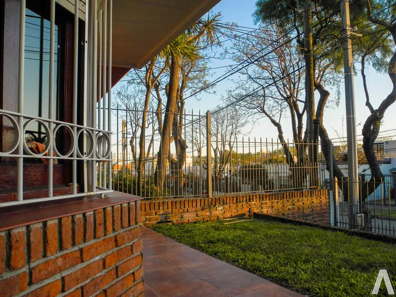 Foto Casa en Venta en  Malvín ,  Montevideo  Casa 4 Dormitorios Venta, Malvin
