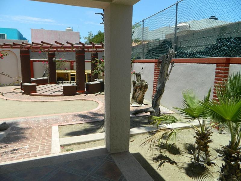 Foto Casa en Venta en  La Paz,  La Paz  CASA EN FRACC LA POSADA EN CALLE RIVA PALACIOS ESQ. AGUA DULCE.