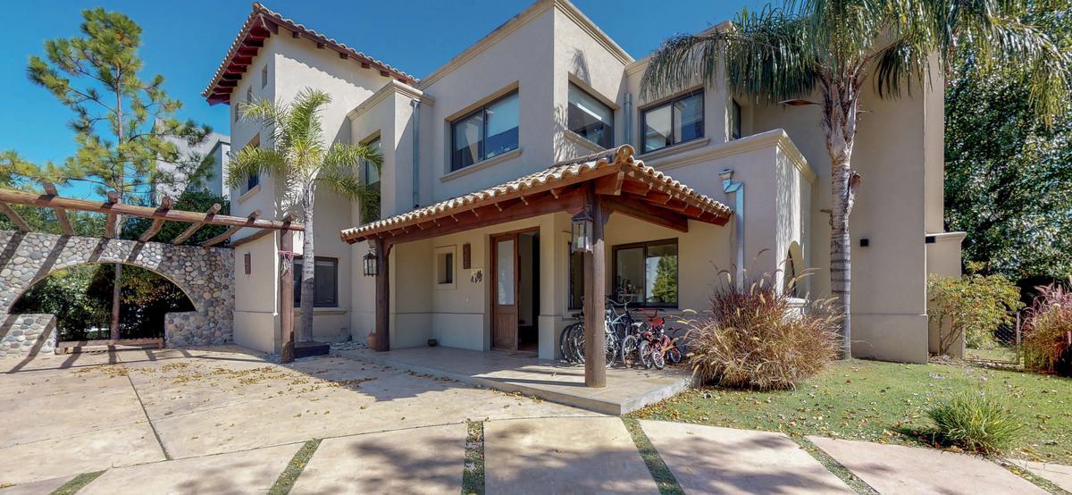 Foto Casa en Venta en  Santa Barbara,  Countries/B.Cerrado  bancalari