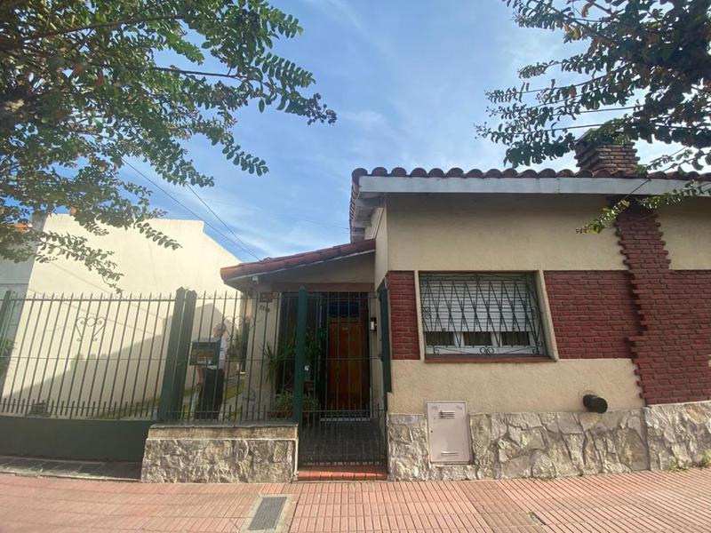 Foto Casa en Venta en  Remedios De Escalada,  Lanus  Achaval 2329