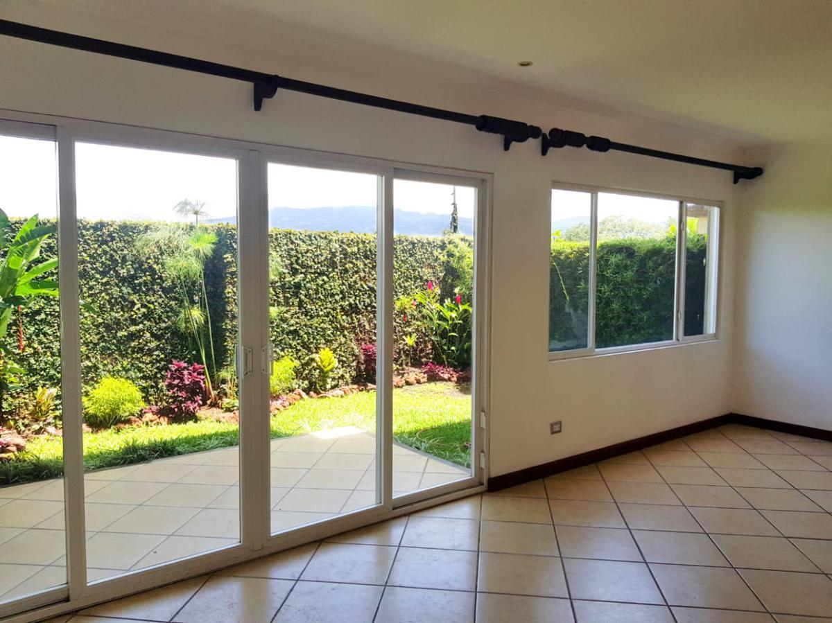 Foto Casa en condominio en Renta en  Escazu ,  San José                  Cerca de Mutiplaza/ Pet Friendly/ Cuarto de Servicio