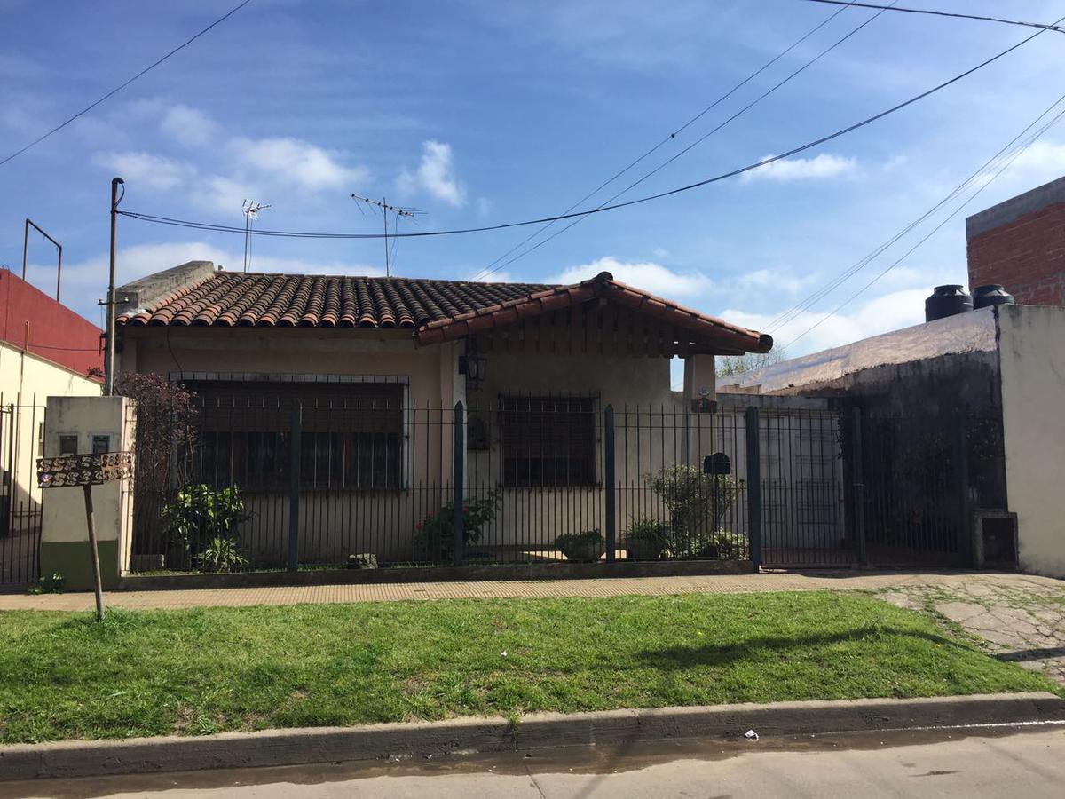 Foto Casa en Venta en  Ituzaingó,  Ituzaingó  Gabriela Mistral 800