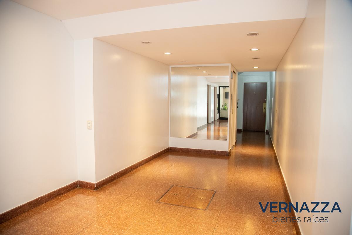 Foto Departamento en Venta en  Palermo ,  Capital Federal  OPORTUNIDAD! Piso alto, luminoso, 2 ambientes sobre Av. Luis Maria Campos