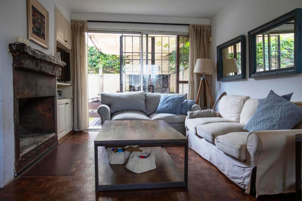 Foto Casa en Venta en  Carrasco ,  Montevideo  Hermosa casa de 3 dormitorios ubicada en Carrasco, Montevideo