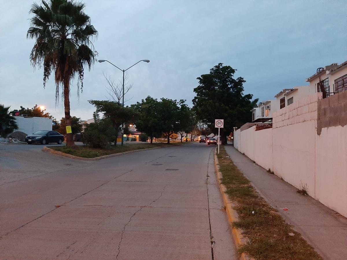 Foto Casa en Venta en  Fraccionamiento Zona Dorada,  Culiacán  CASA EN VENTA EN ZONA DORADA FRENTE A PARQUE