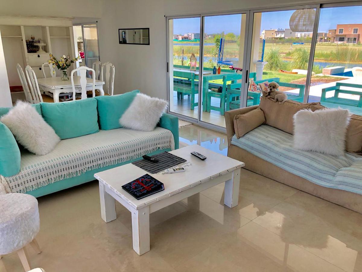 Foto Casa en Alquiler en  San Gabriel,  Villanueva  Alquiler de casa con muebles de 4 dormitorios y dependencia con piscina y muelle .  Villanueva Tigre