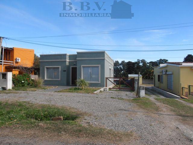 Foto Casa en Venta en  Colonia del Sacramento ,  Colonia  Casa sobre calle Lusich a 400 metros de Rambla Costanera