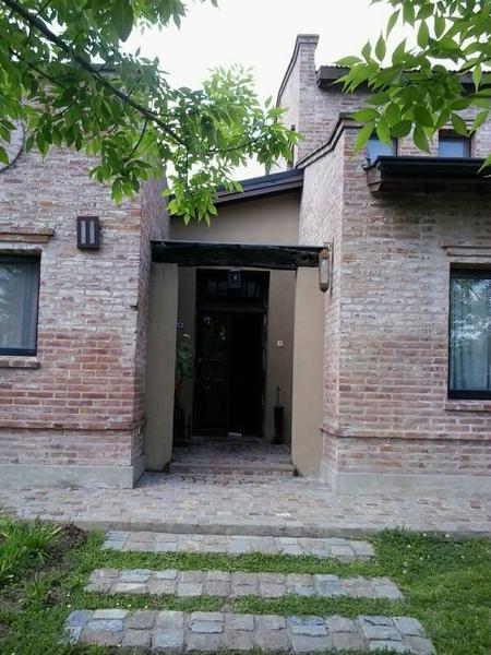 Foto Casa en Alquiler temporario en  Villanueva,  Countries/B.Cerrado  Bv de Todos los Santos 5600