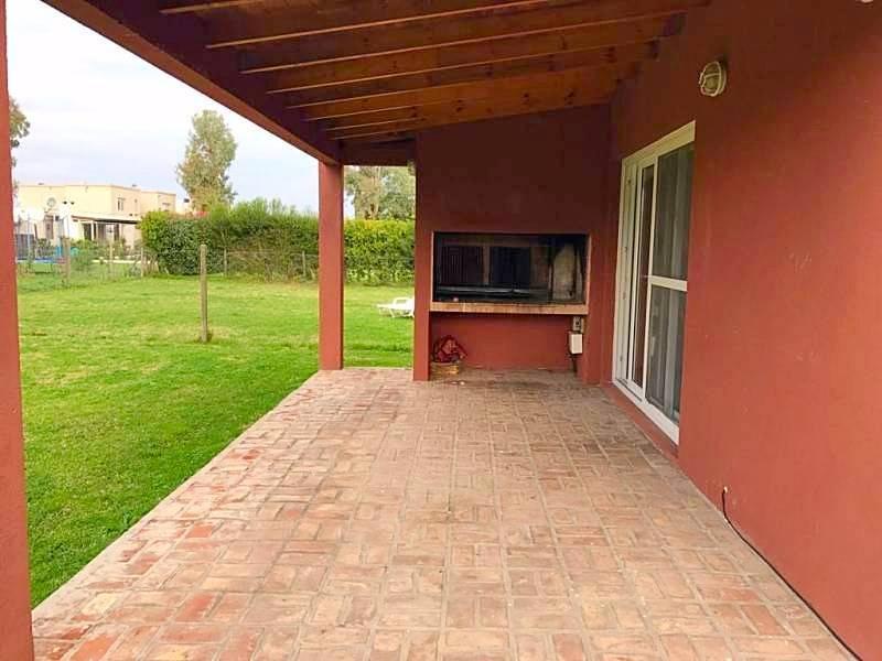 Foto Casa en Venta en  La Comarca,  Countries/B.Cerrado  Apto Credito!!! Casa 3 dorm.  Amenities y seg 24hs