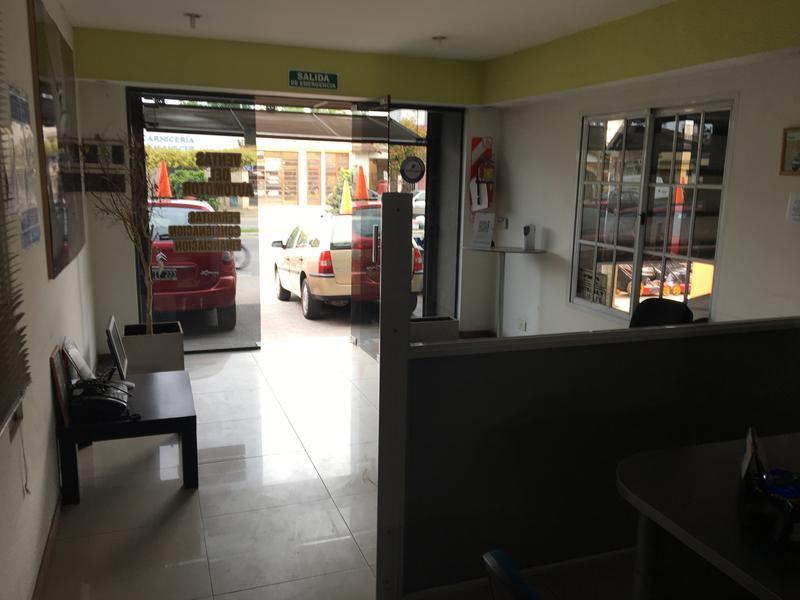 Foto Local en Alquiler en  La Plata ,  G.B.A. Zona Sur  44 entre 131 y 132