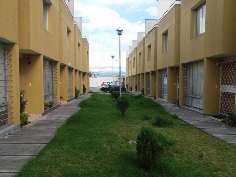Foto Casa en Venta en  Calderón,  Quito  Calderón, estrene, conjunto privado, 3 plantas, terraza
