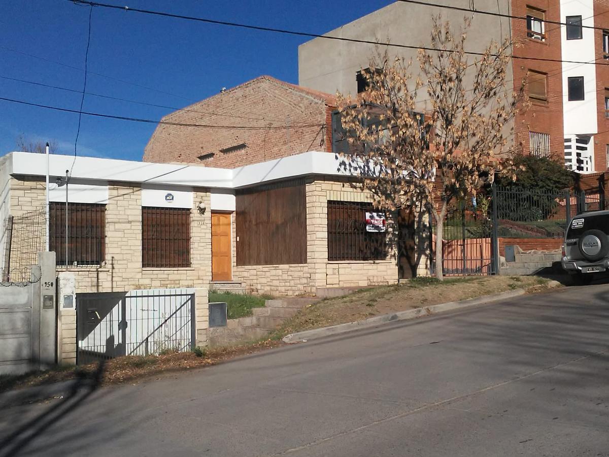 Foto Casa en Venta en  Neuquen,  Confluencia  Antartida Argentina al 900