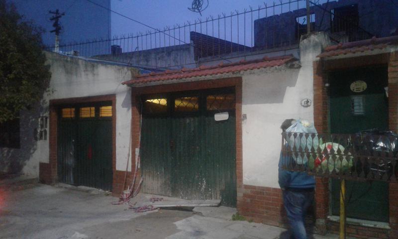 Foto PH en Venta en  Valentin Alsina,  Lanus  Paso de Burgos al 100