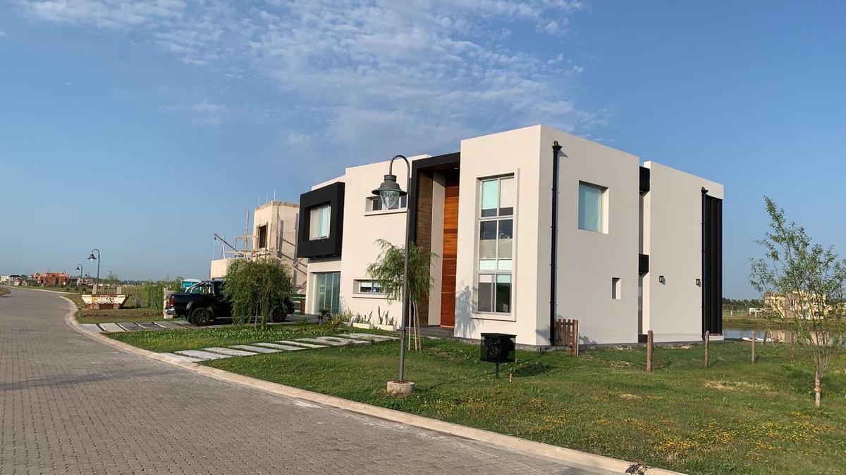Foto Casa en Venta en  Villalobos,  Guillermo E Hudson  calle 63 Barrios Pueblos del Plata