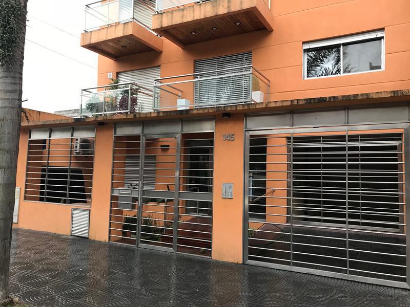 Foto Departamento en Venta en  Lomas de Zamora Oeste,  Lomas De Zamora  Sixto Fernandez al 100