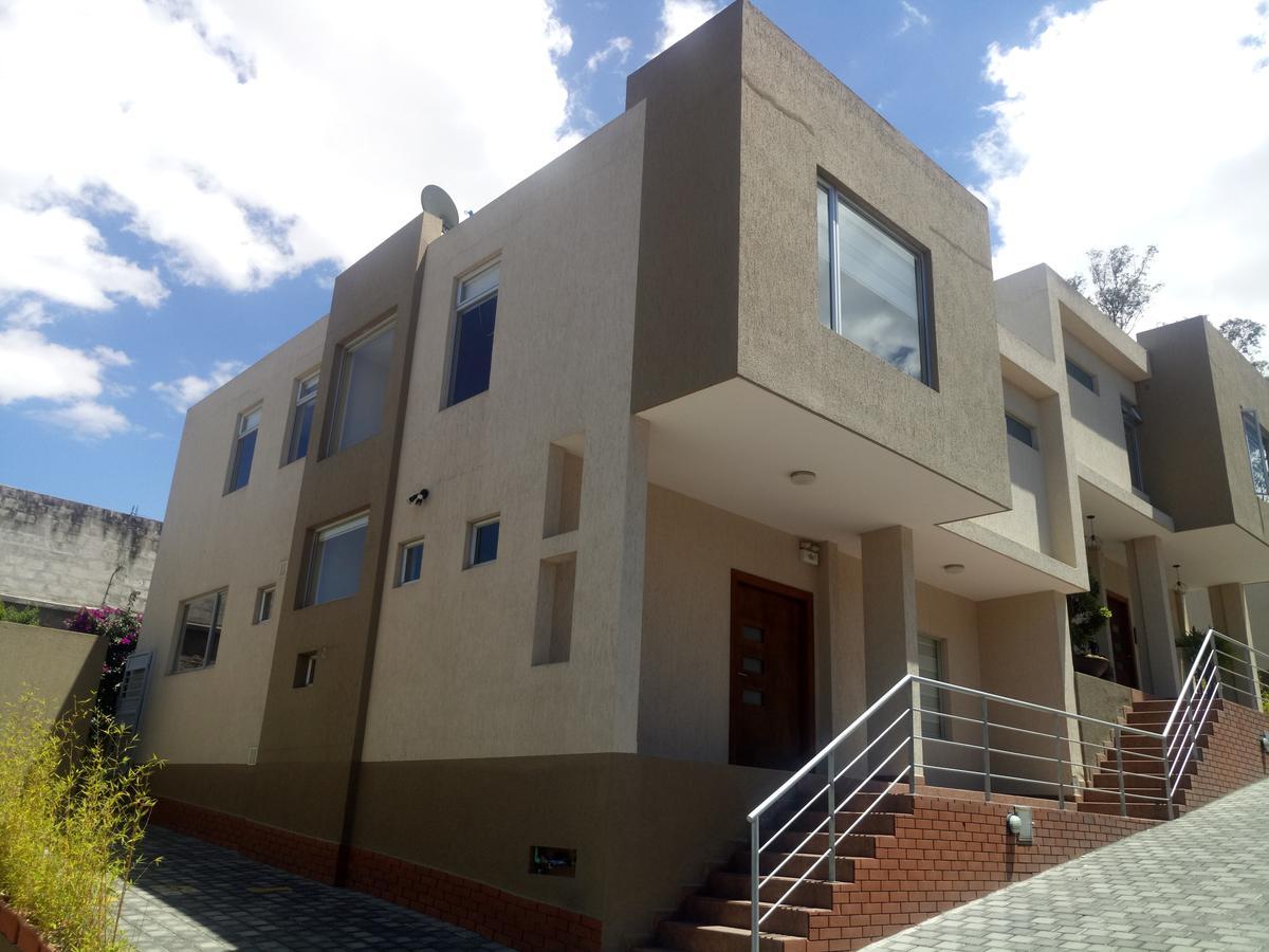 Foto Casa en Venta en  Cumbayá,  Quito  Hermosa Casa de Venta 223m2 / $280,000 - Sector San Juan de Cumbaya