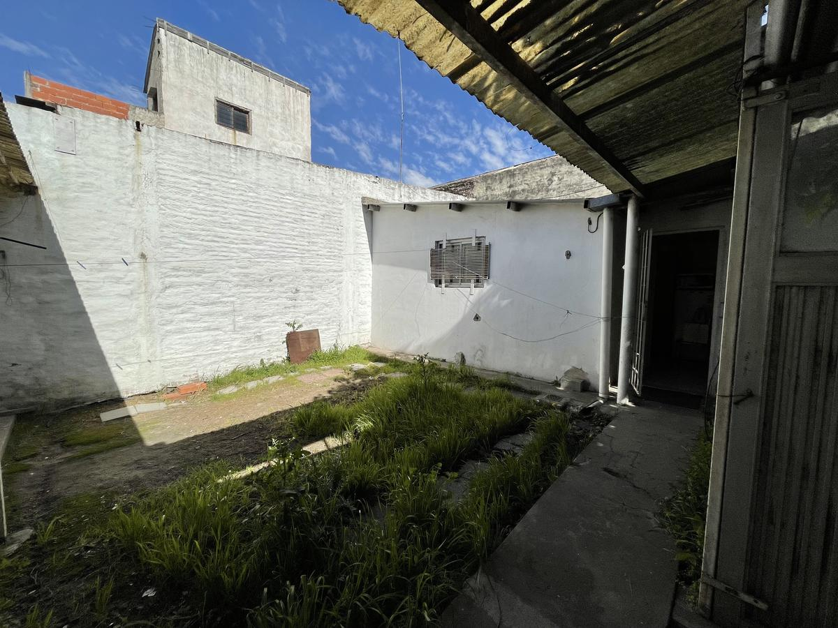 Foto Local en Venta en  Quilmes Oeste,  Quilmes  Av. Calchaqui 365 entre Catamarca y Republica del Libano