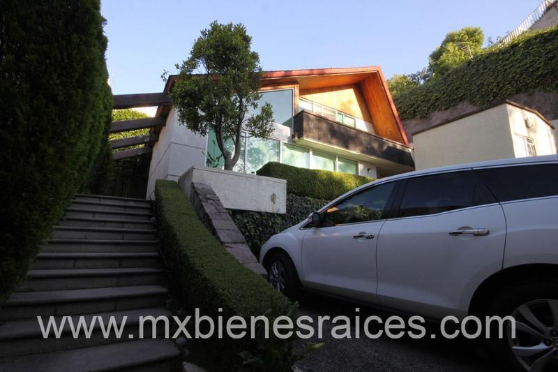 Foto Casa en Venta en  Bosque de las Lomas,  Miguel Hidalgo  Casa en Bosques de las Lomas para Remodelar