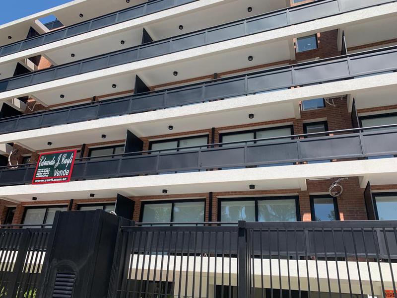 Foto Departamento en Venta en  Castelar Norte,  Castelar  Montes de Oca 2482 - 5D  (100 M2) + Terraza Privada + Cochera Cubierta