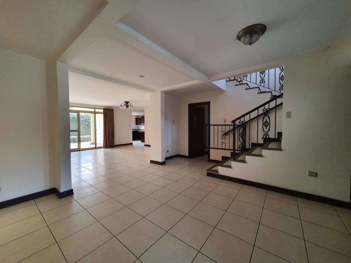 Foto Casa en Renta en  Pozos,  Santa Ana  Jardín / Amplios espacios / Exc ubicación