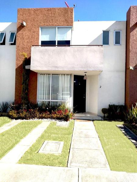 Foto Casa en condominio en Venta en  Toluca,  Toluca  SE VENDE CASA ENPASEO  LA ARBOLEDA TOLUCA