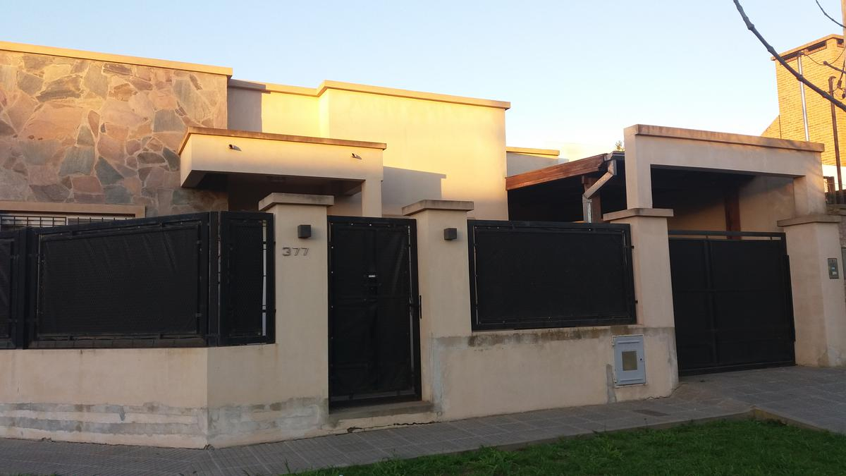 Foto Casa en Venta en  Barrio La Dolly,  Coronel Brandsen  Larramendi Esq. La Martina