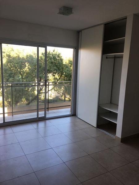 Foto Departamento en Alquiler en  Lomas de Zamora Oeste,  Lomas De Zamora  RIVERA al 600