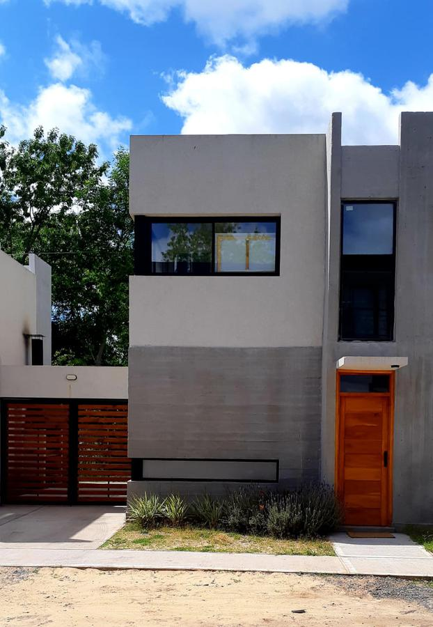 Foto Casa en Venta en  Villa Elisa,  La Plata  21d Esq. 419 (Dúplex 1)