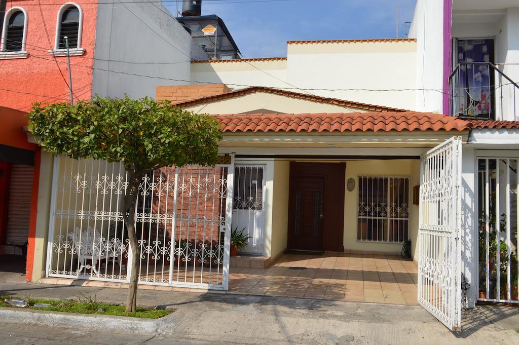 Foto Casa en Venta en  Fraccionamiento Jardines de La Cruz,  Guadalajara  Isla Madeira 2886