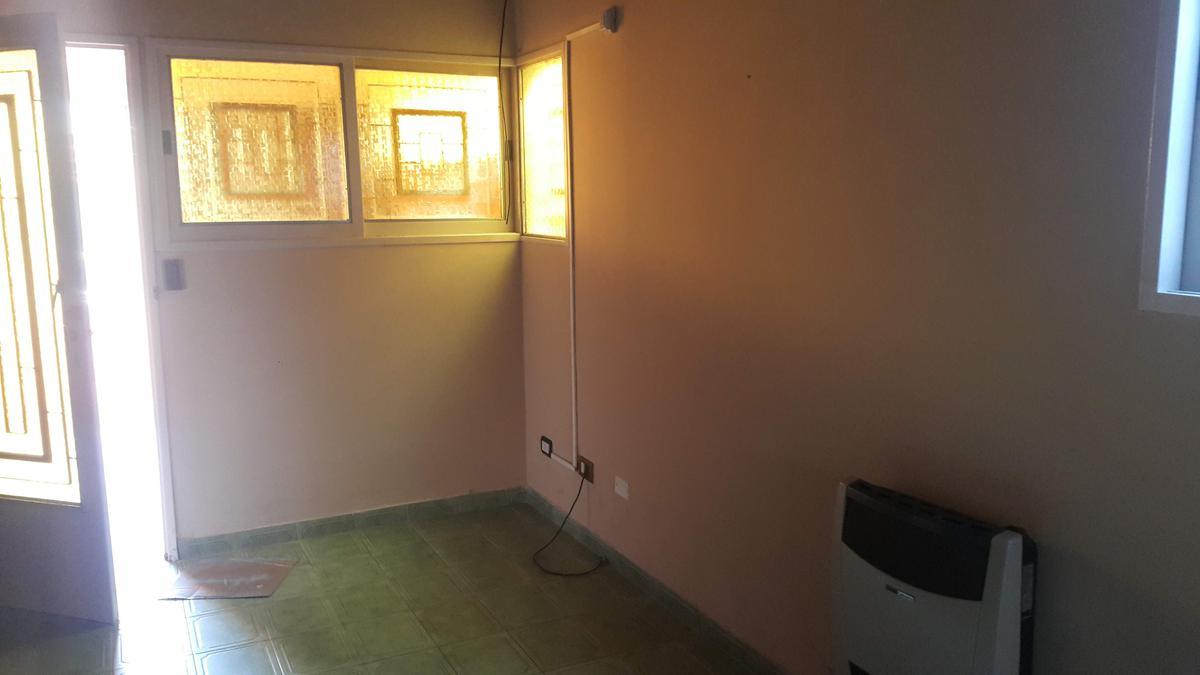 Foto Casa en Alquiler en  Los Hornos,  La Plata  132 e/61 y 62