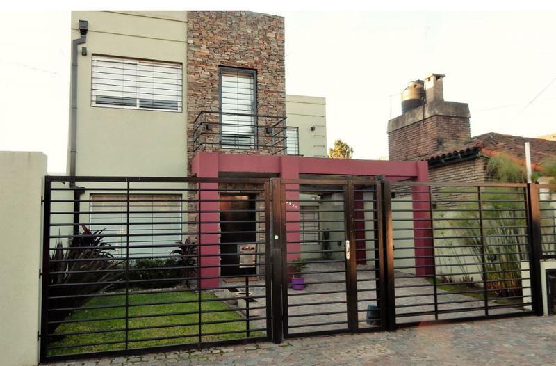 Foto Casa en Venta en  Castelar Norte,  Castelar  Arredondo al 2900