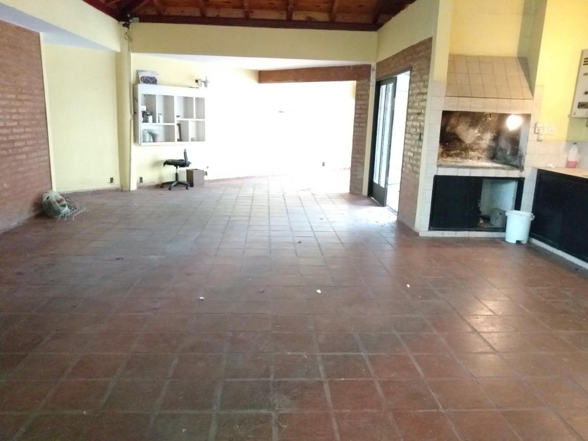 Foto Casa en Venta en  Parque Velez Sarsfield,  Cordoba Capital  Imponente Casa - 4 Dormitorios - Parque Velez Sarsfield