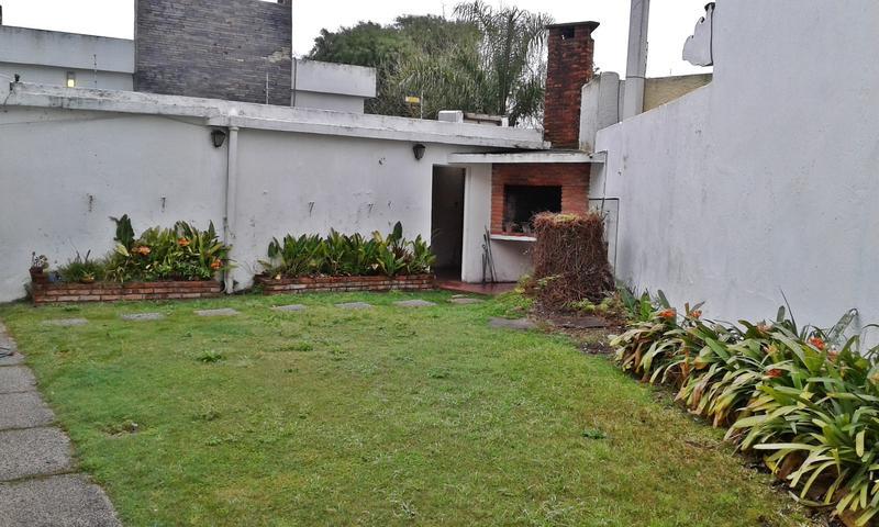 Foto Casa en Alquiler | Venta en  Carrasco ,  Montevideo  Casa en venta o alquiler para empresa, centro Carrasco
