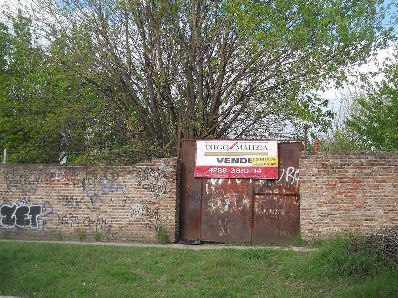Foto Terreno en Venta en  Banfield,  Lomas De Zamora  MENTRUYT 1200