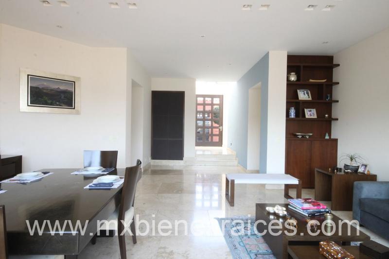 Foto Casa en Venta en  Hacienda de las Palmas,  Huixquilucan  Hermosa casa con dos filtros de Seguridad