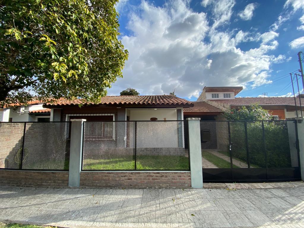 Foto Casa en Venta en  Ituzaingó Norte,  Ituzaingó  Bernasconi al 2600