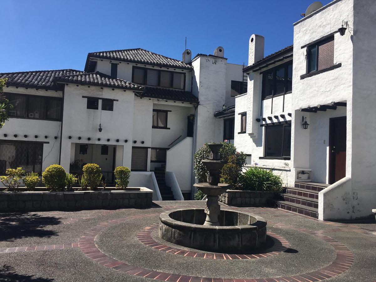Foto Casa en Venta en  Granda Centeno,  Quito  VENTA CASA 161m², 3 DORM. SECTOR GRANDA CENTENO