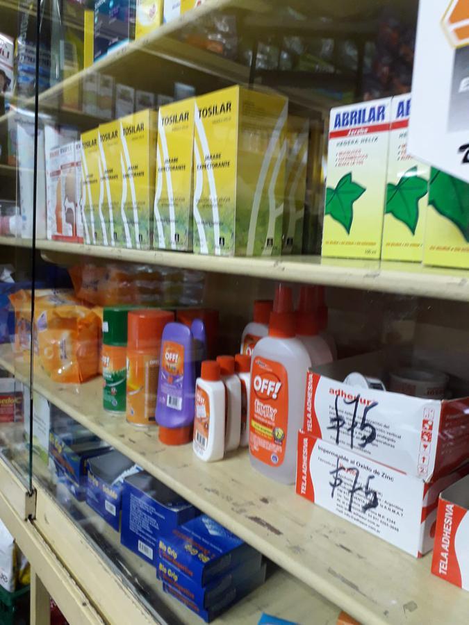 Foto Local en Venta en  Reducto ,  Montevideo  Farmacia Funcionando en Reducto (llave). Muy buen negocio!