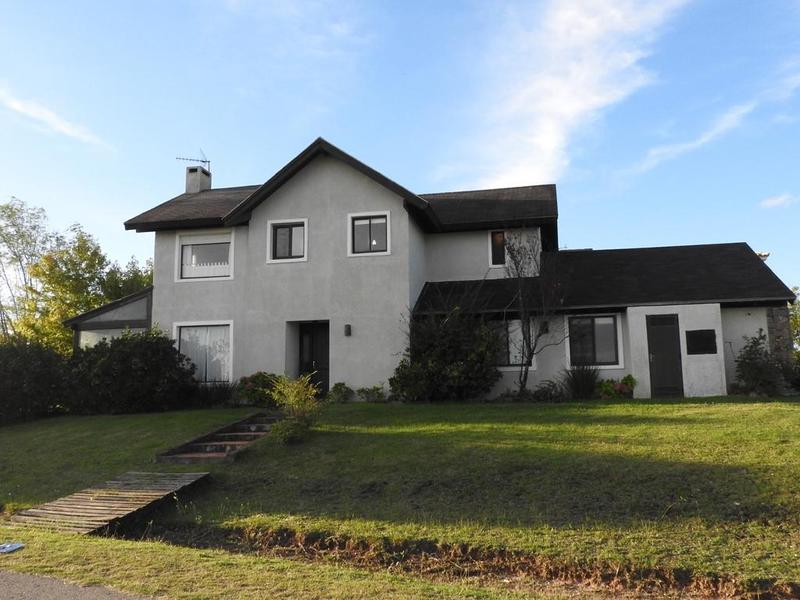 Foto Casa en Venta en  Lomas de Carrasco,  Countries/B.Cerrado (Carrasco)  Golondrinas 100