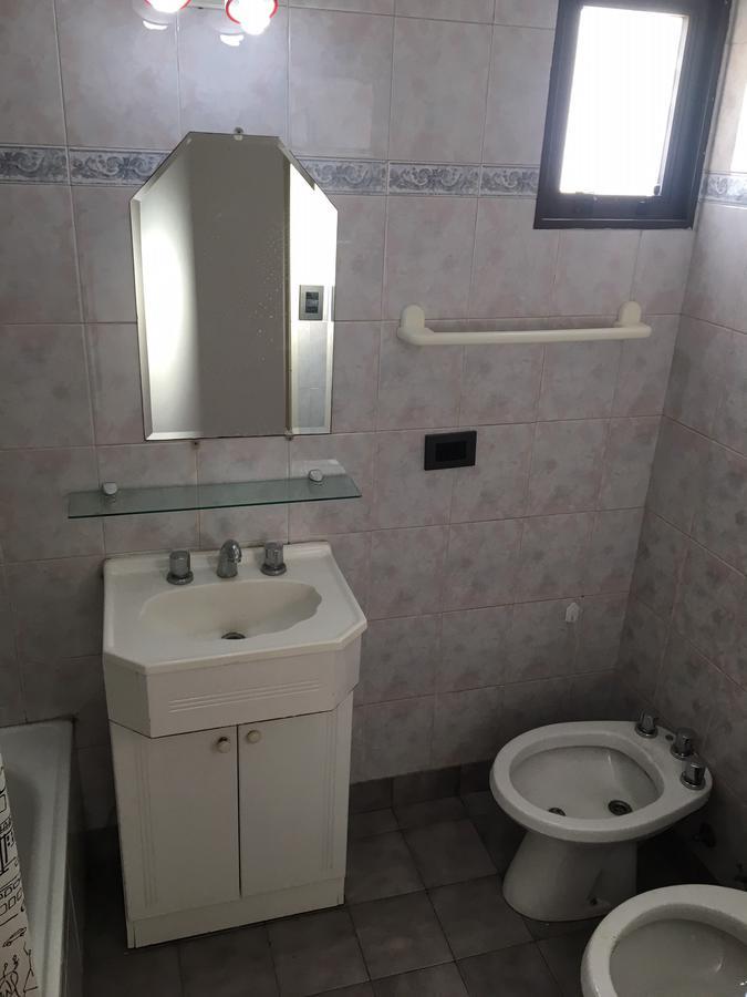 Foto Departamento en Alquiler en  Lomas De Zamora ,  G.B.A. Zona Sur  Colombres al 300