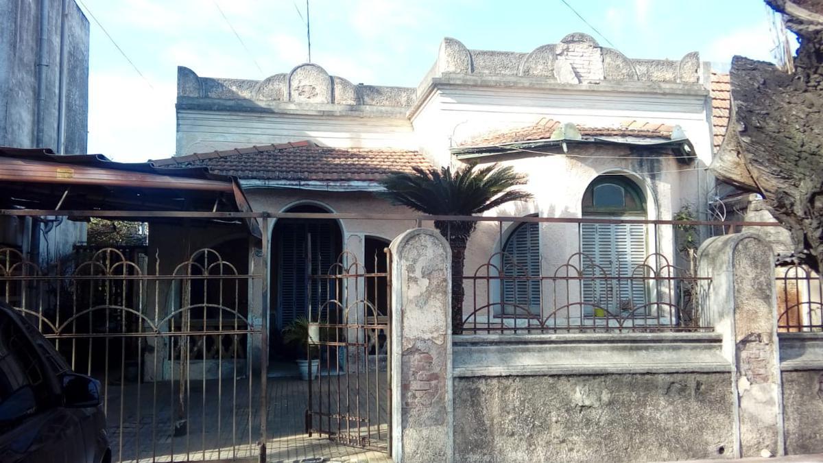 Foto Casa en Venta en  Remedios De Escalada,  Lanus  Juan B. Justo al 2920