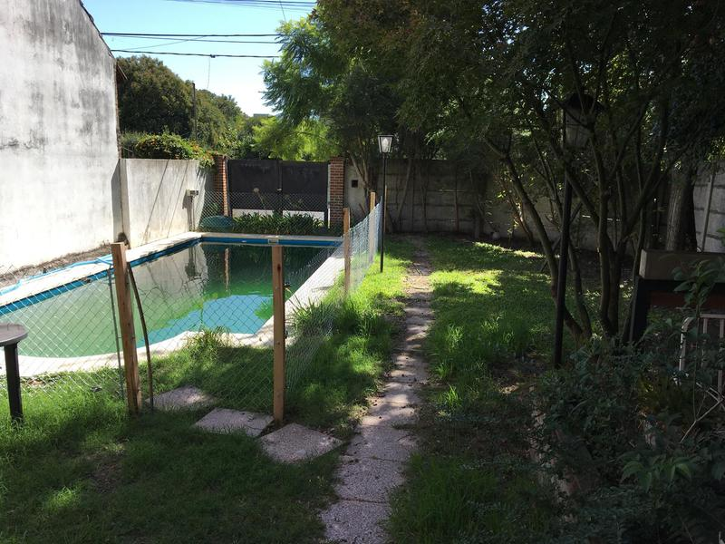 Foto Casa en Venta en  City Bell,  La Plata  28 esquina 475