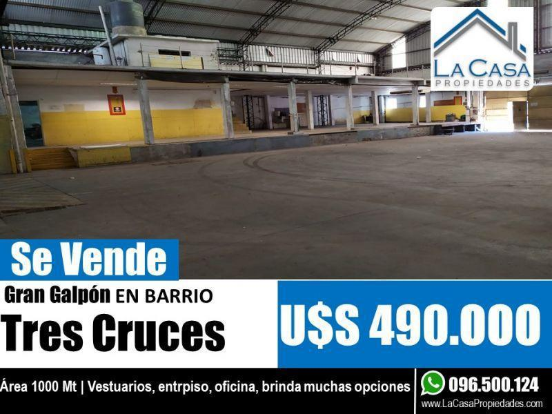 Foto Local en Venta en  Tres Cruces ,  Montevideo  La Paz 2000