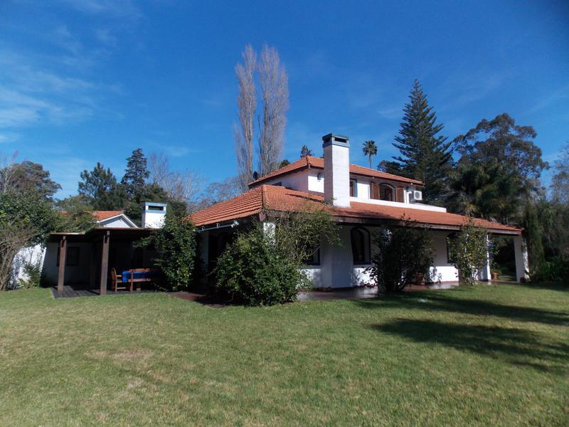 Foto Casa en Venta en  Golf,  Punta del Este  Casa con esplendido parque y buena construcción.