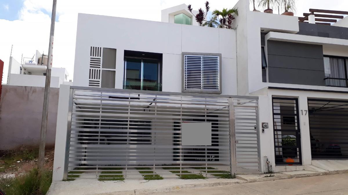 Foto Casa en Venta    en  Fraccionamiento Residencial Monte Magno,  Xalapa  Casa en venta en Xalapa Veracruz Fraccionamiento Monte Magno, bonitos acabados