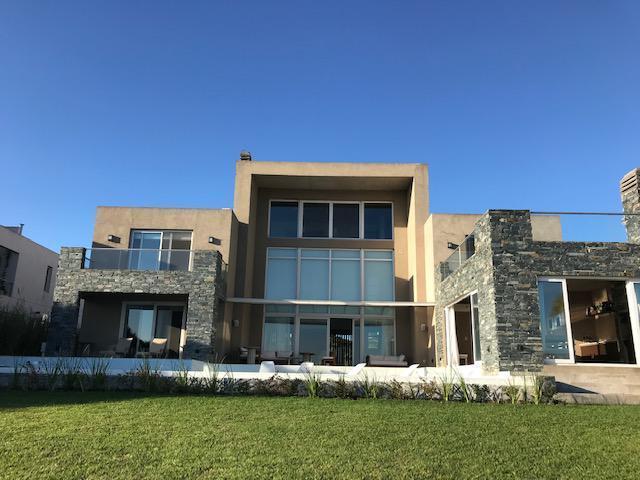 Foto Casa en Alquiler en  El Golf,  Nordelta  GOLF NORDELTA al 300
