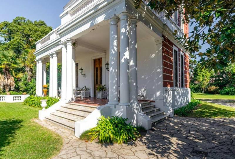 Foto Casa en Venta en  Olivos,  Vicente López  Tapiales al 1900