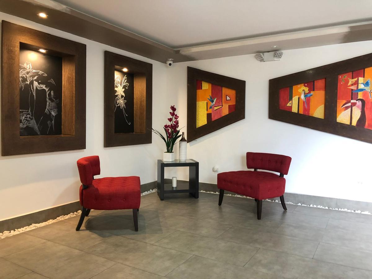 Foto Departamento en Venta en  Centro Norte,  Quito  Hidalgo de Pinto y Mariano Echeverria